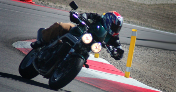 Triumph SPeed Triple 955i Race Track Test Review