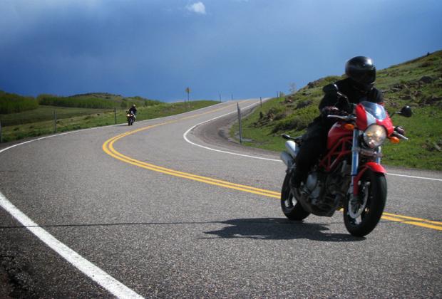 skwoosh motorcycle gel pad on a ducati monster